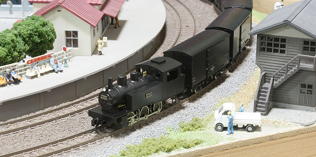 標準型Cタンクと貨物列車