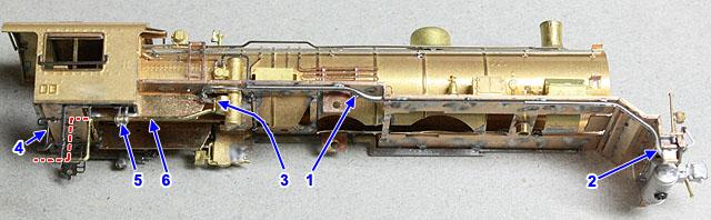非公式側ランボード下配管