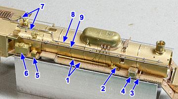 非公式側ランボード上の部品