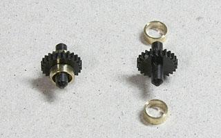 ギヤ付き車軸と真鍮スペーサー